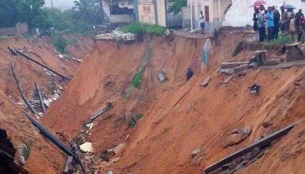 Erdrutsche, weggeschwemmte Häuser und Quartiere, abgerissene Straßen und Überflutungen in Kinshasa